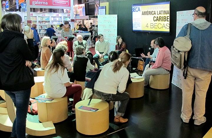 Becarios Kirchner hablan de su experiencia en la  Feria Internacional del Libro de Buenos Aires