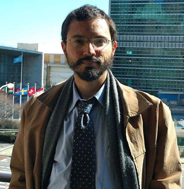 Tercer becario PNK 2011-2012, Mauricio Santoro Rocha, citado en The New York Times en Brasil